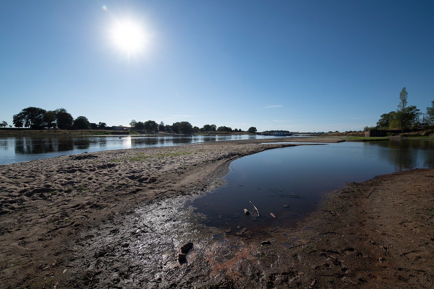 Low water of the river Elbe (Germany). Photo: André Künzelmann / UFZ